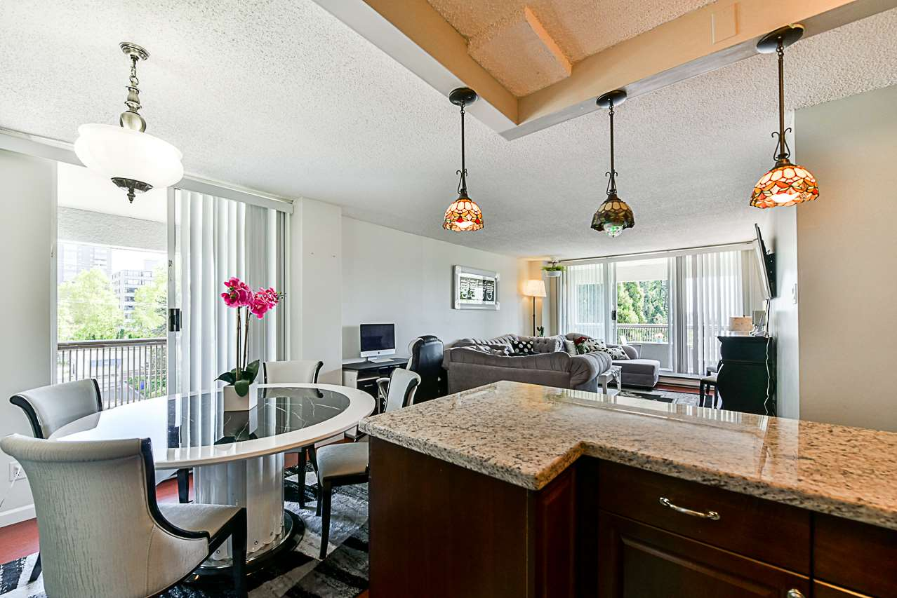 "Main Photo: 504 550 EIGHTH Street in New Westminster: Uptown NW Condo for sale in ""PARK RIDGE"" : MLS®# R2296958"