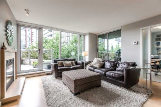 Main Photo: 305 8 SMITHE Mews in Vancouver: Yaletown Condo for sale (Vancouver West)  : MLS®# R2307500