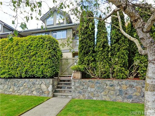 Main Photo: 1646 Myrtle Avenue in VICTORIA: Vi Oaklands Townhouse for sale (Victoria)  : MLS® # 350983