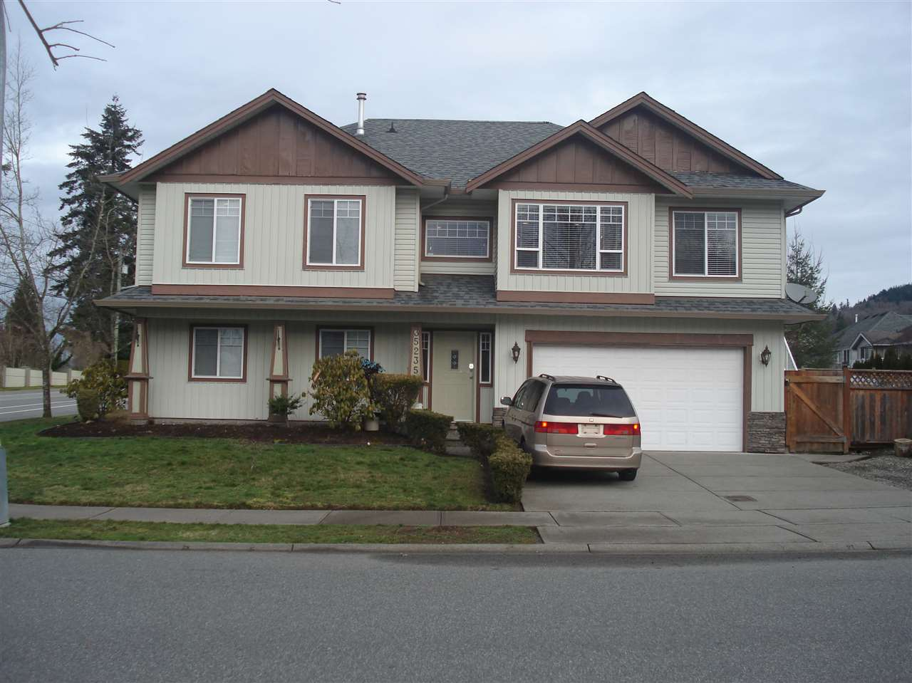 Main Photo: 35235 FIRDALE Avenue in Abbotsford: Abbotsford East House for sale : MLS(r) # R2031468