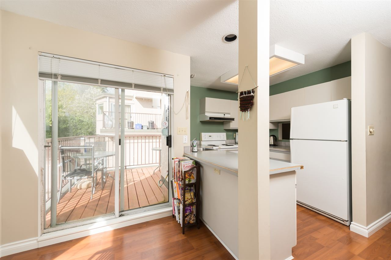 Photo 10: 1535 BEWICKE Avenue in North Vancouver: Hamilton Townhouse for sale : MLS® # R2056313