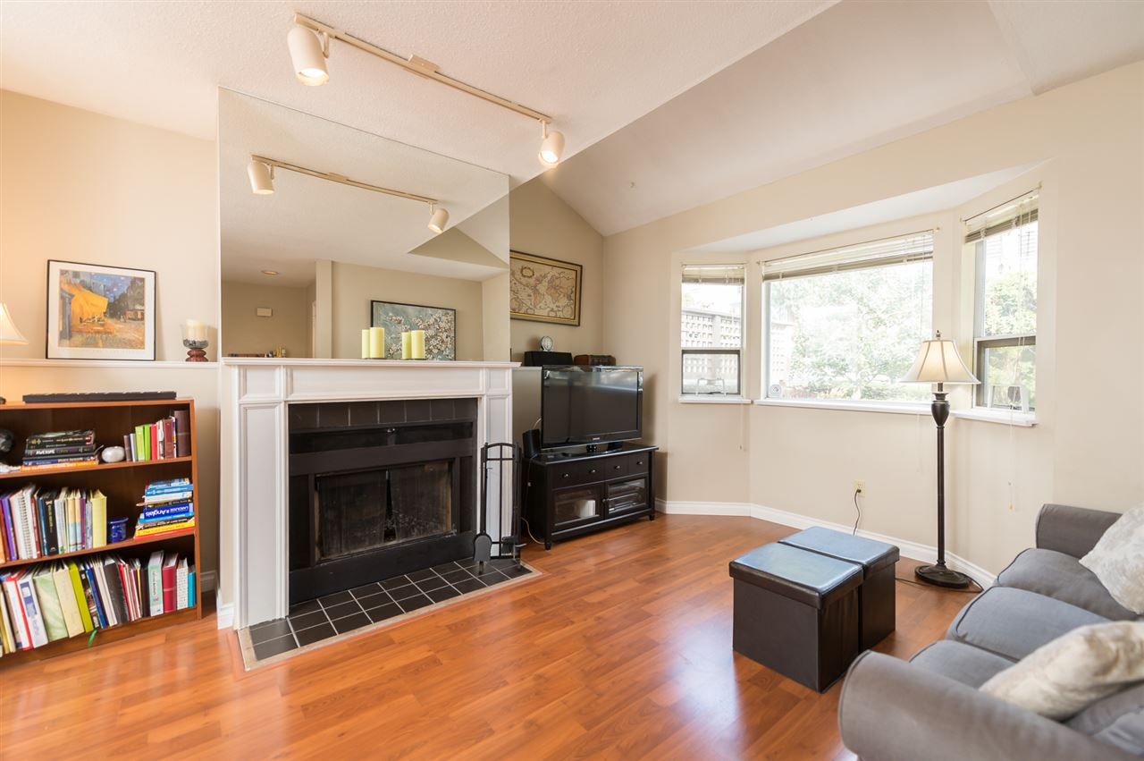 Photo 3: 1535 BEWICKE Avenue in North Vancouver: Hamilton Townhouse for sale : MLS® # R2056313