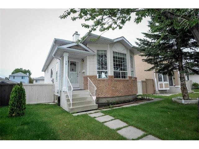 Photo 2: 78 ANAHEIM Green NE in Calgary: Monterey Park House for sale : MLS® # C4073255