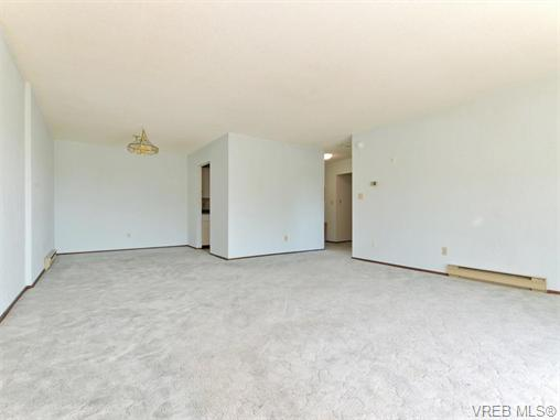 Photo 6: 415 1490 Garnet Road in VICTORIA: SE Cedar Hill Condo Apartment for sale (Saanich East)  : MLS(r) # 370629