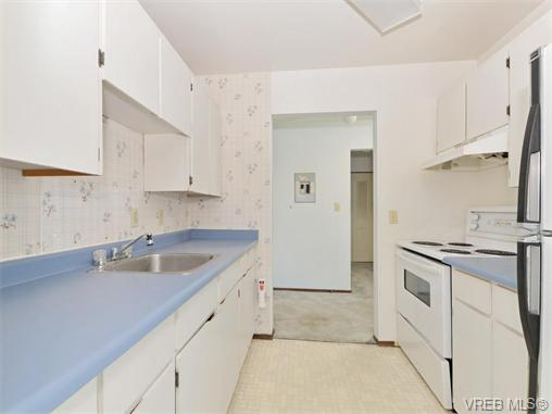 Photo 8: 415 1490 Garnet Road in VICTORIA: SE Cedar Hill Condo Apartment for sale (Saanich East)  : MLS(r) # 370629