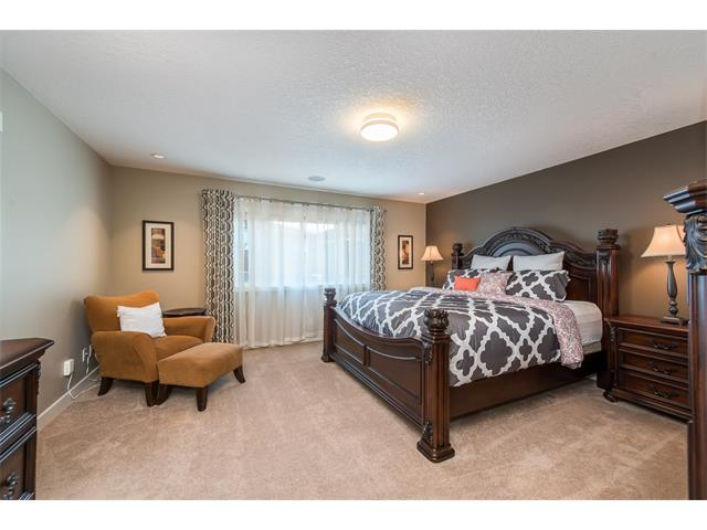 Photo 26: 22 ROCKFORD Road NW in Calgary: Rocky Ridge House for sale : MLS(r) # C4115282