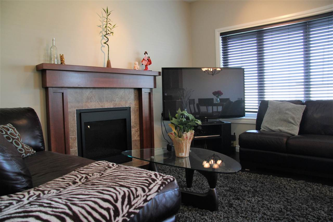 Photo 2: 16106 10 Avenue in Edmonton: Zone 56 House Half Duplex for sale : MLS® # E4069811