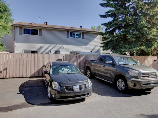 Main Photo: 4359 46 Street: Stony Plain Townhouse for sale : MLS® # E4081585