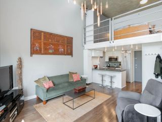 "Main Photo: 714 22 E CORDOVA Street in Vancouver: Downtown VE Condo for sale in ""Van Horne"" (Vancouver East)  : MLS®# R2265077"
