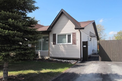 Main Photo: 53 Lake Village Road in Winnipeg: Fort Garry / Whyte Ridge / St Norbert Single Family Attached for sale (South Winnipeg)  : MLS®# 1220390