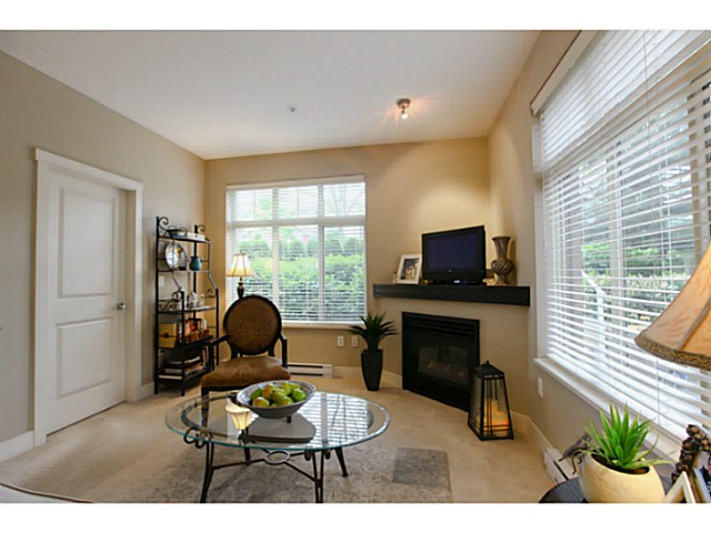"Photo 7: 110 6500 194 Street in Surrey: Clayton Condo for sale in ""Sunset Grove"" (Cloverdale)  : MLS® # F1440693"