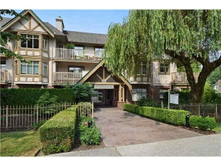 "Main Photo: 409 2059 CHESTERFIELD Avenue in NORTH VANC: Central Lonsdale Condo for sale in ""RIDGE PARK GARDENS"" (North Vancouver)  : MLS® # V1142066"