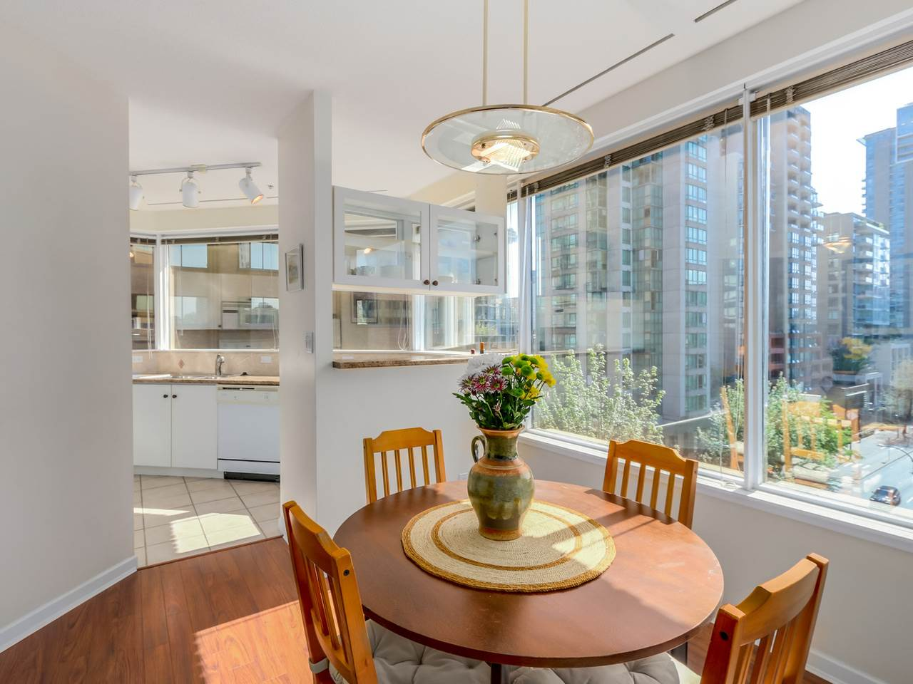 "Main Photo: 504 1177 HORNBY Street in Vancouver: Downtown VW Condo for sale in ""LONDON PLACE"" (Vancouver West)  : MLS(r) # R2061636"