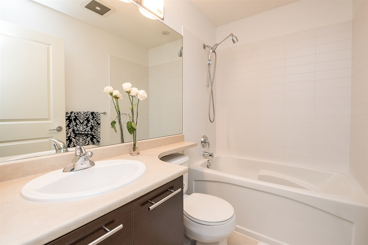 Photo 11: 1 18983 72A Avenue in Surrey: Clayton Townhouse for sale (Cloverdale)  : MLS(r) # R2073545