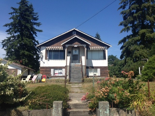 "Main Photo: 2113 DAWES HILL Road in Coquitlam: Central Coquitlam House for sale in ""AUSTIN HEIGHTS"" : MLS®# R2101325"