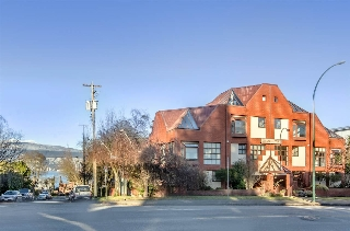 "Main Photo: 1 2485 CORNWALL Avenue in Vancouver: Kitsilano Townhouse for sale in ""Cornwall Court"" (Vancouver West)  : MLS(r) # R2131544"