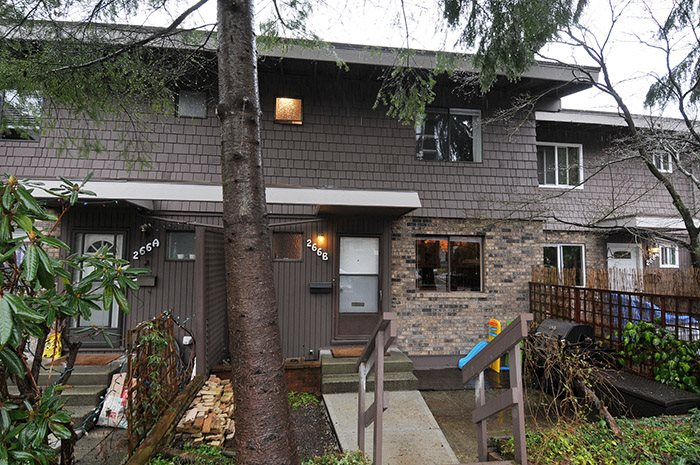 "Main Photo: 266B EVERGREEN Drive in Port Moody: College Park PM Townhouse for sale in ""TH EVERGREENS"" : MLS® # R2142773"