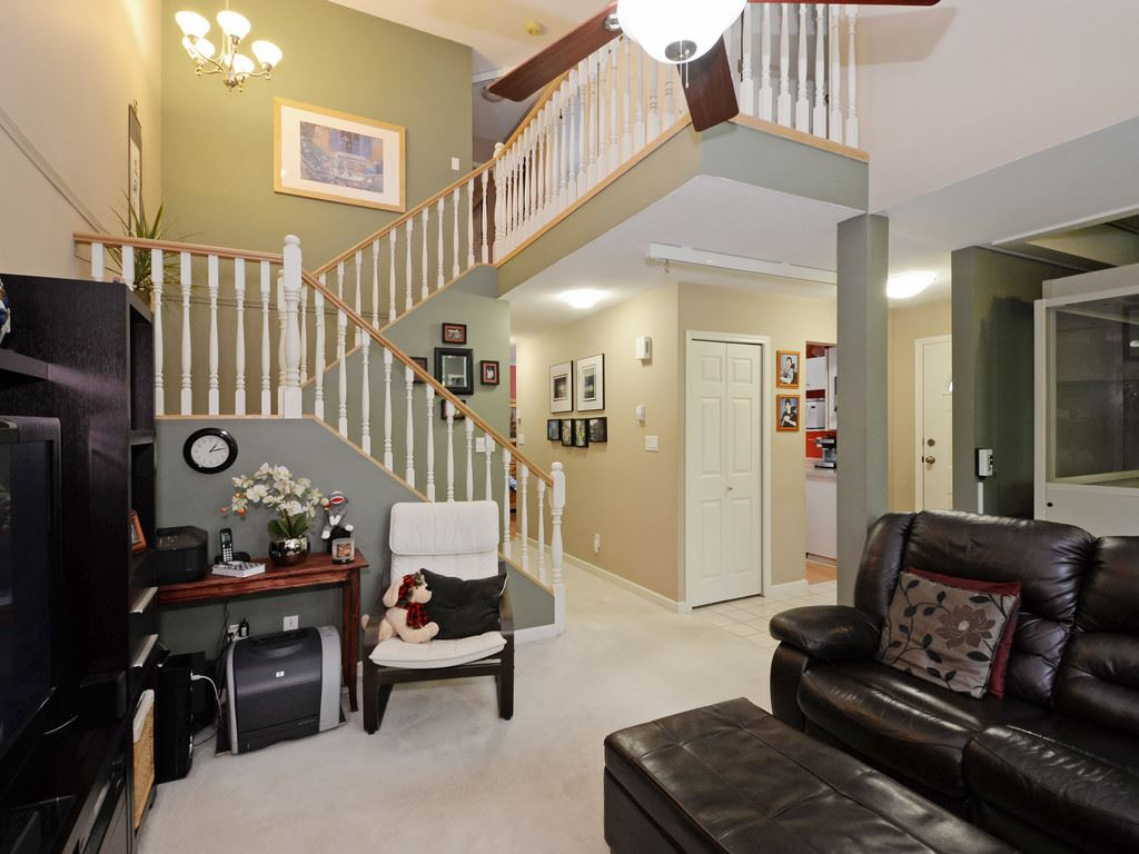 "Photo 4: 111 10250 155A Street in Surrey: Guildford Townhouse for sale in ""Creekside Estates"" (North Surrey)  : MLS(r) # R2167347"
