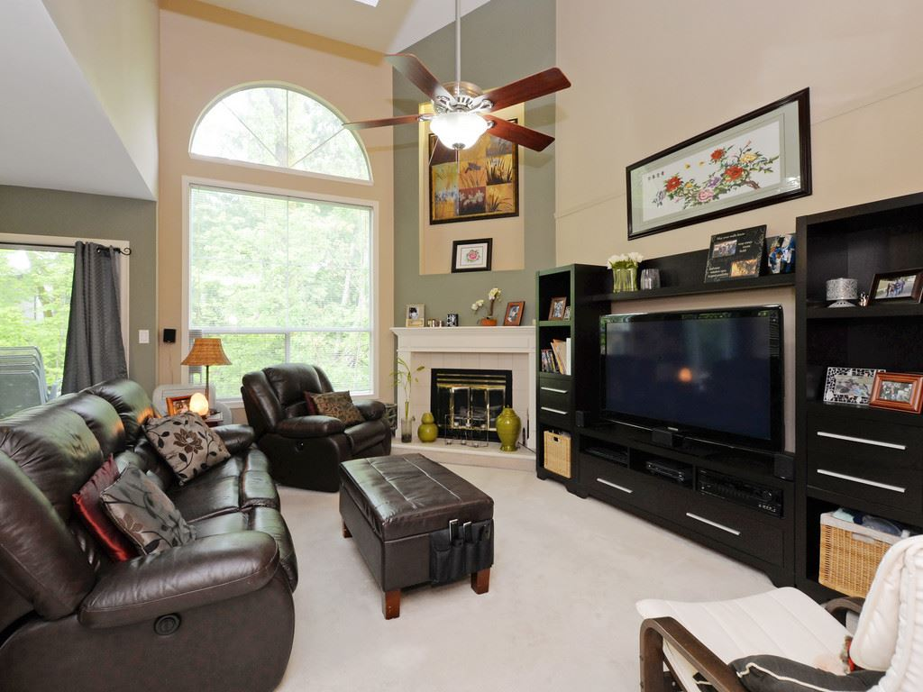 "Photo 2: 111 10250 155A Street in Surrey: Guildford Townhouse for sale in ""Creekside Estates"" (North Surrey)  : MLS(r) # R2167347"