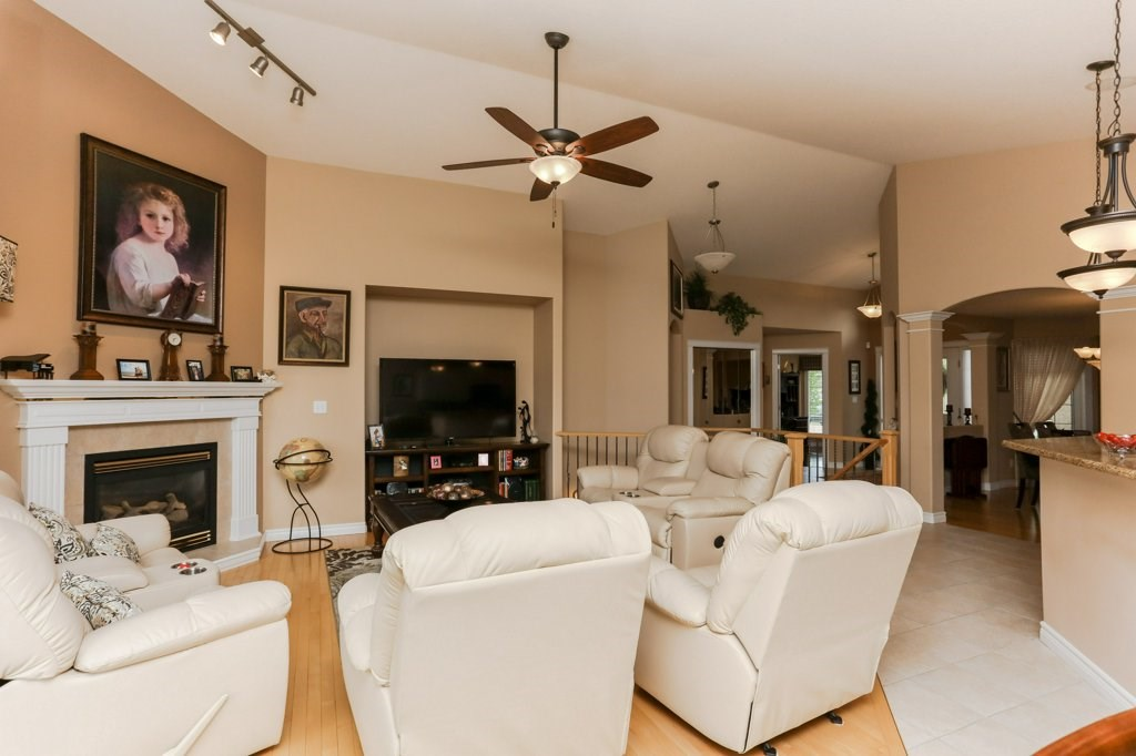 Photo 13: 359 HERITAGE Drive: Sherwood Park House for sale : MLS® # E4066882