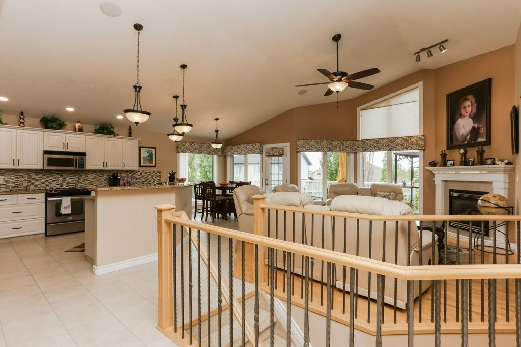 Photo 4: 359 HERITAGE Drive: Sherwood Park House for sale : MLS® # E4066882