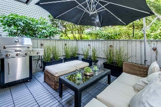 "Main Photo: 213 428 AGNES Street in New Westminster: Downtown NW Condo for sale in ""Shanley Manor"" : MLS(r) # R2191213"
