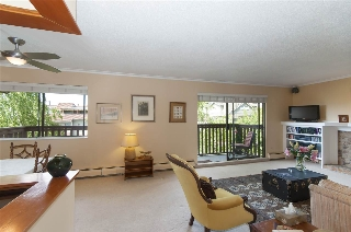 "Main Photo: 304 310 E 3RD Street in North Vancouver: Lower Lonsdale Condo for sale in ""Hillshire Place"" : MLS® # R2203208"