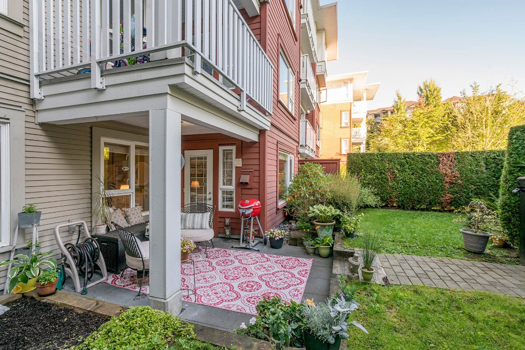 "Main Photo: 115 4723 DAWSON Street in Burnaby: Brentwood Park Condo for sale in ""COLLAGE"" (Burnaby North)  : MLS® # R2212643"