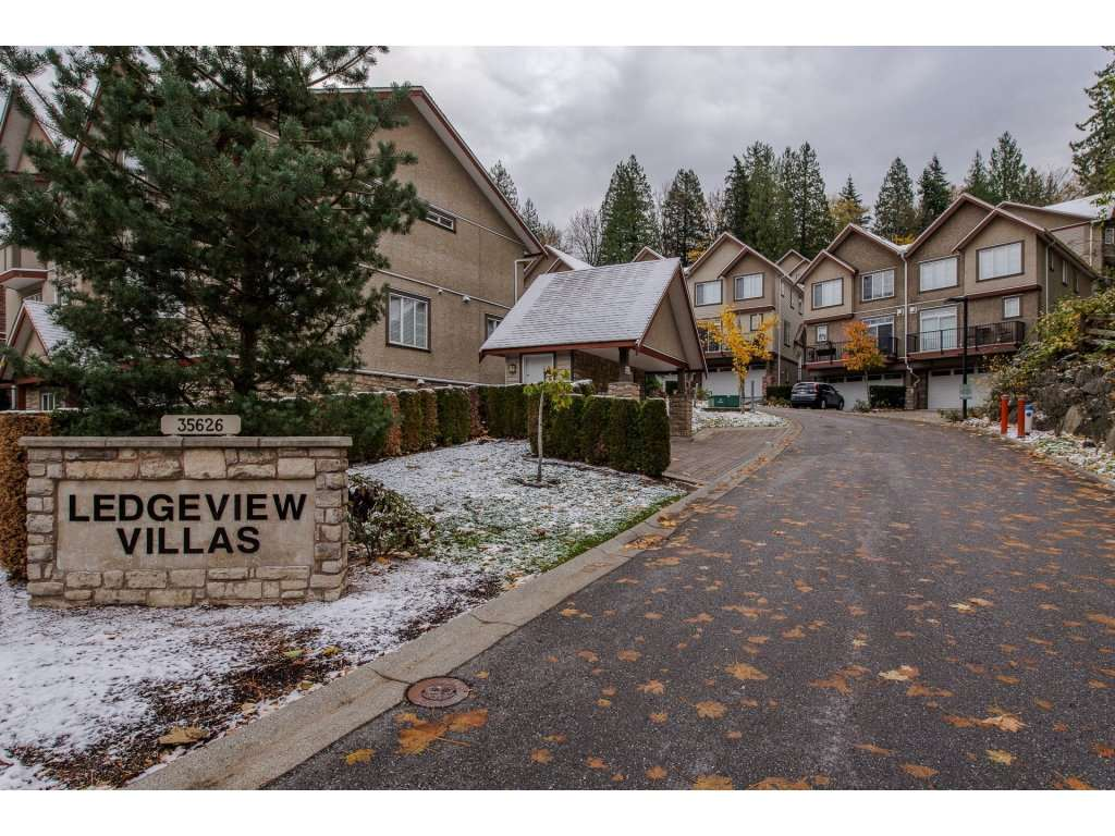 "Main Photo: 29 35626 MCKEE Road in Abbotsford: Abbotsford East Townhouse for sale in ""Ledgeview Villas"" : MLS® # R2219782"