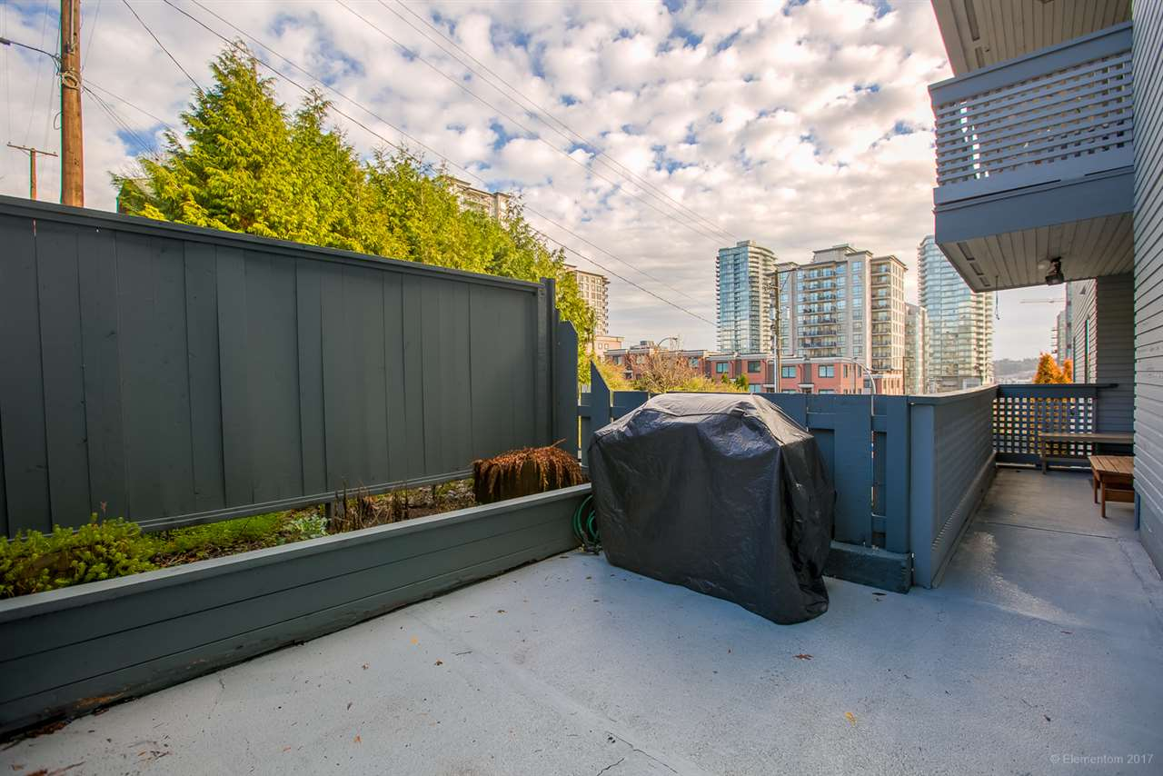 "Main Photo: 308 109 TENTH Street in New Westminster: Uptown NW Condo for sale in ""LANDGRO MANOR"" : MLS®# R2224851"