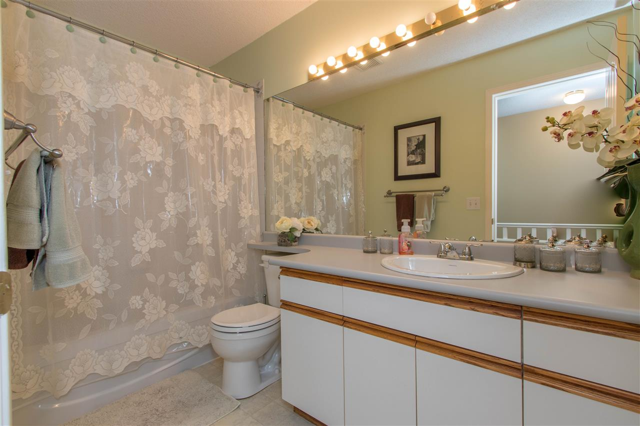 "Photo 18: Photos: 67 9045 WALNUT GROVE Drive in Langley: Walnut Grove Townhouse for sale in ""Bridgewoods"" : MLS® # R2239709"