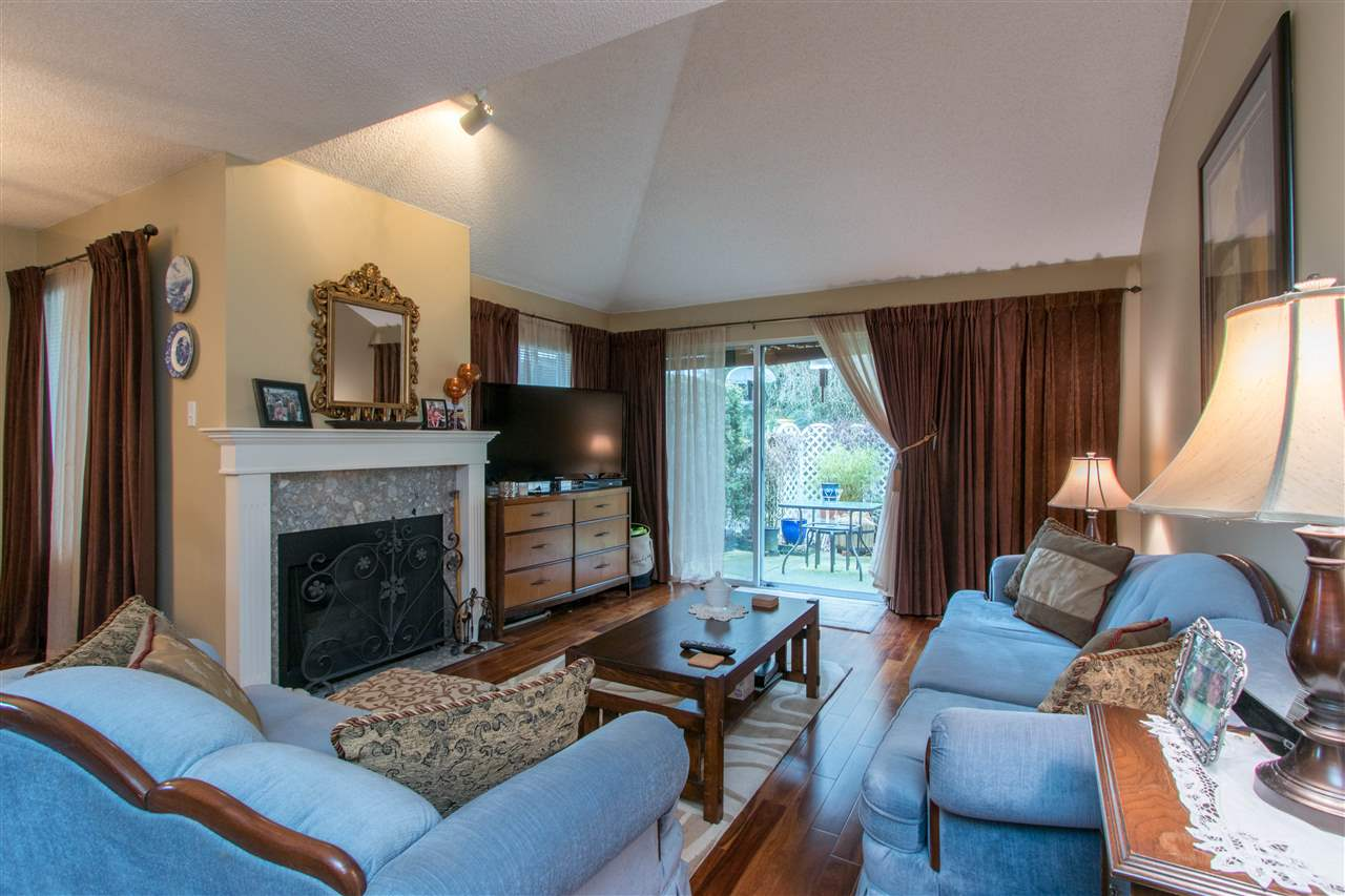 "Photo 10: Photos: 67 9045 WALNUT GROVE Drive in Langley: Walnut Grove Townhouse for sale in ""Bridgewoods"" : MLS® # R2239709"