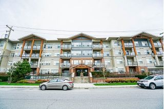 "Main Photo: 415 20219 54A Avenue in Langley: Langley City Condo for sale in ""Suede"" : MLS® # R2239818"
