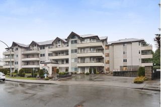 Main Photo: 406 2526 LAKEVIEW Crescent in Abbotsford: Central Abbotsford Condo for sale : MLS® # R2240473