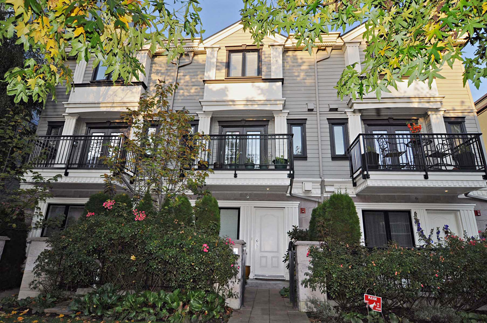 "Main Photo: 102 1135 BARCLAY Street in Vancouver: West End VW Townhouse for sale in ""BARCLAY ESTATES"" (Vancouver West)  : MLS®# V917535"