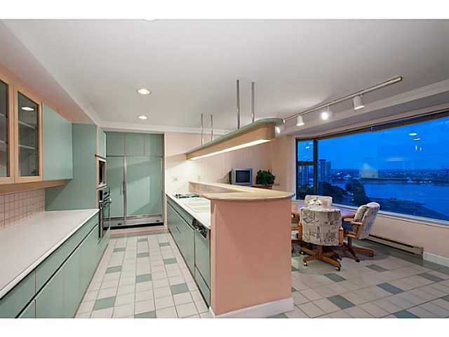"Photo 9: 16 1861 BEACH Avenue in Vancouver: West End VW Condo for sale in ""Sylvia Tower"" (Vancouver West)  : MLS(r) # V1068399"