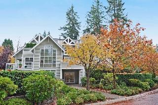 """Main Photo: 301 3393 CAPILANO Crest in North Vancouver: Capilano NV Condo for sale in """"Capilano Estate"""" : MLS(r) # V1092415"""
