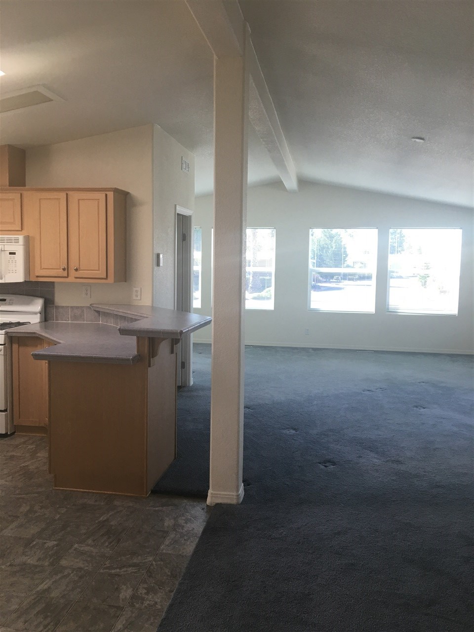 Photo 6: OCEANSIDE Manufactured Home for sale : 1 bedrooms : 200 N El Camino Real #6