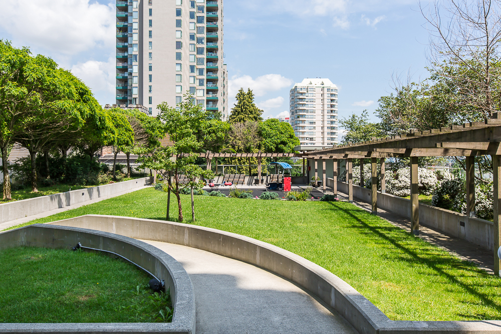 "Photo 20: 1806 39 SIXTH Street in New Westminster: Downtown NW Condo for sale in ""QUANTUM"" : MLS(r) # R2074909"