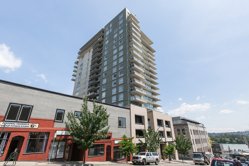 "Main Photo: 1806 39 SIXTH Street in New Westminster: Downtown NW Condo for sale in ""QUANTUM"" : MLS®# R2074909"