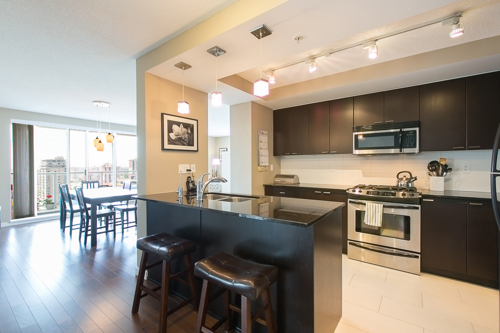 "Photo 5: 1806 39 SIXTH Street in New Westminster: Downtown NW Condo for sale in ""QUANTUM"" : MLS(r) # R2074909"