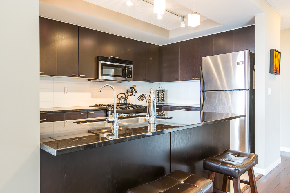 "Photo 6: 1806 39 SIXTH Street in New Westminster: Downtown NW Condo for sale in ""QUANTUM"" : MLS(r) # R2074909"