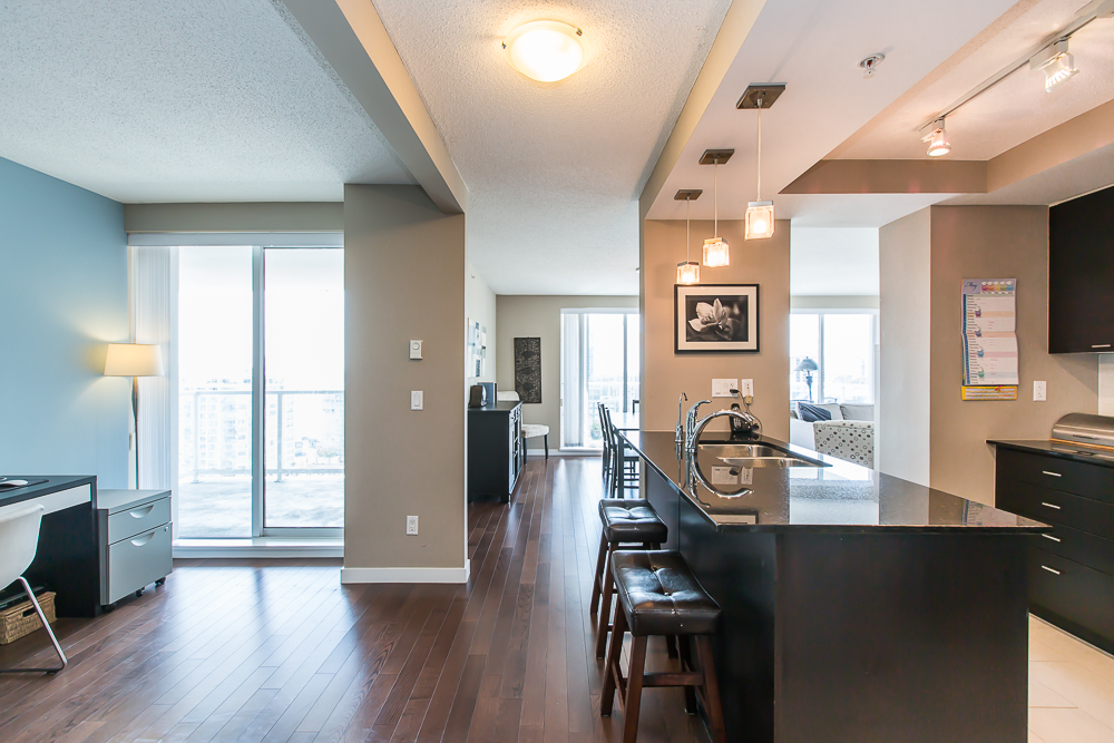 "Photo 3: 1806 39 SIXTH Street in New Westminster: Downtown NW Condo for sale in ""QUANTUM"" : MLS(r) # R2074909"