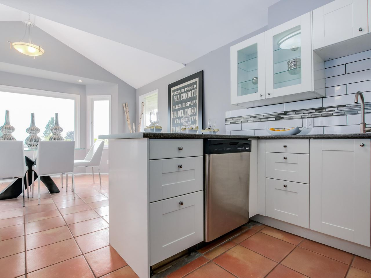 Photo 4: Photos: 1014 CALVERHALL Street in North Vancouver: Calverhall House for sale : MLS® # R2090205