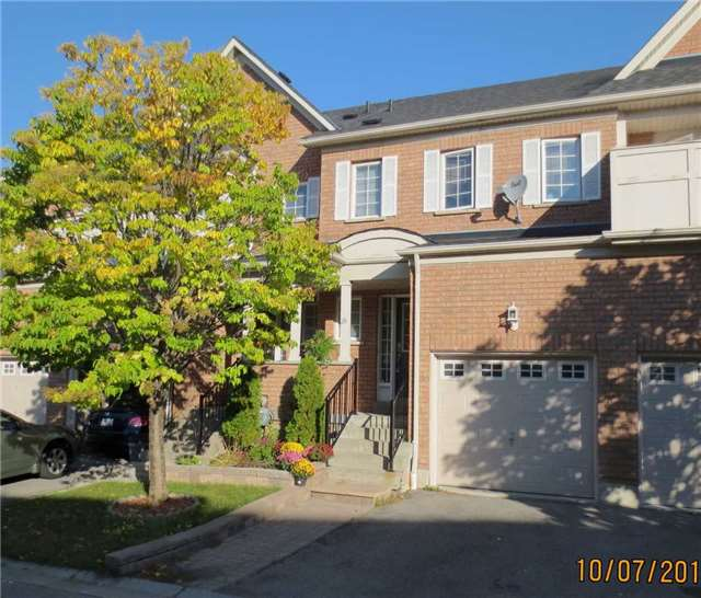 Main Photo: 28 Sprucedale Way in Whitby: Pringle Creek Condo for sale : MLS® # E3624567