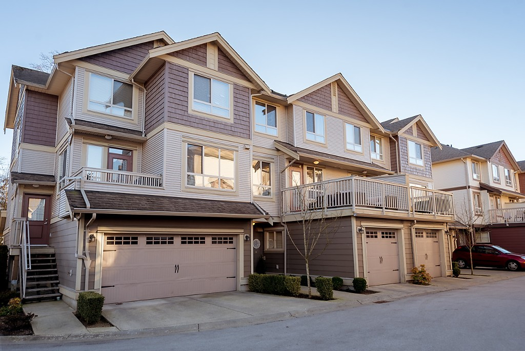 "Main Photo: 25 19560 68 Avenue in Surrey: Clayton Townhouse for sale in ""SOLANA"" (Cloverdale)  : MLS® # R2136001"