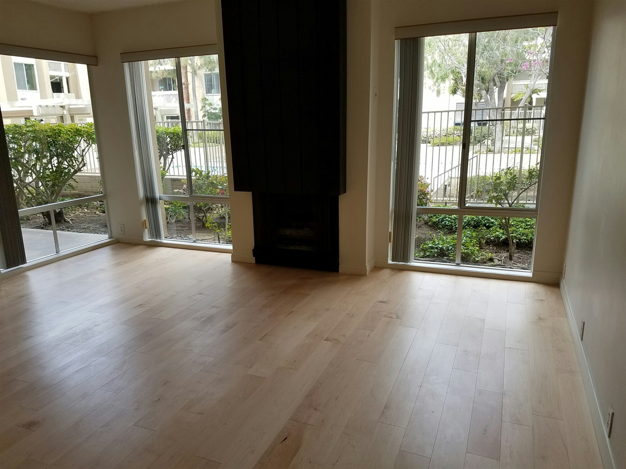 Photo 3: PACIFIC BEACH Condo for sale : 2 bedrooms : 1885 Diamond St #107 in San Diego