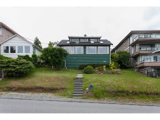 "Main Photo: 15295 VICTORIA Avenue: White Rock House for sale in ""Hillside"" (South Surrey White Rock)  : MLS(r) # R2178035"