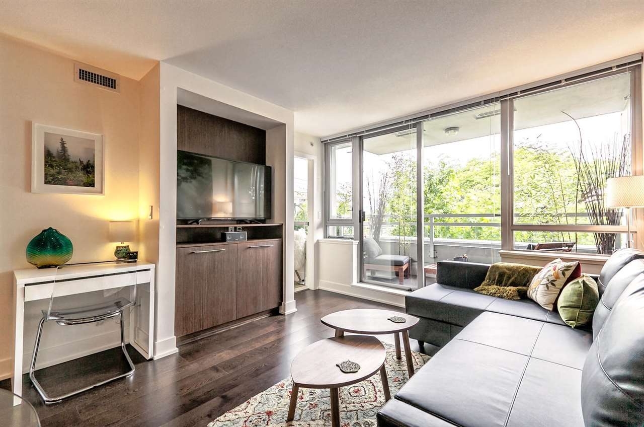 "Main Photo: 223 2008 PINE Street in Vancouver: Kitsilano Condo for sale in ""Mantra"" (Vancouver West)  : MLS(r) # R2179456"