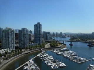 "Main Photo: 2202 1228 MARINASIDE Crescent in Vancouver: Yaletown Condo for sale in ""CRESTMARK II"" (Vancouver West)  : MLS® # R2183510"